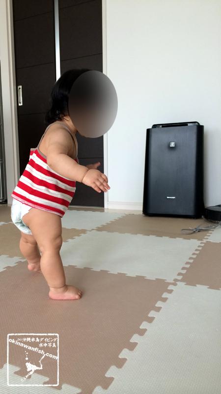 月齢9ヶ月赤ちゃん立つ