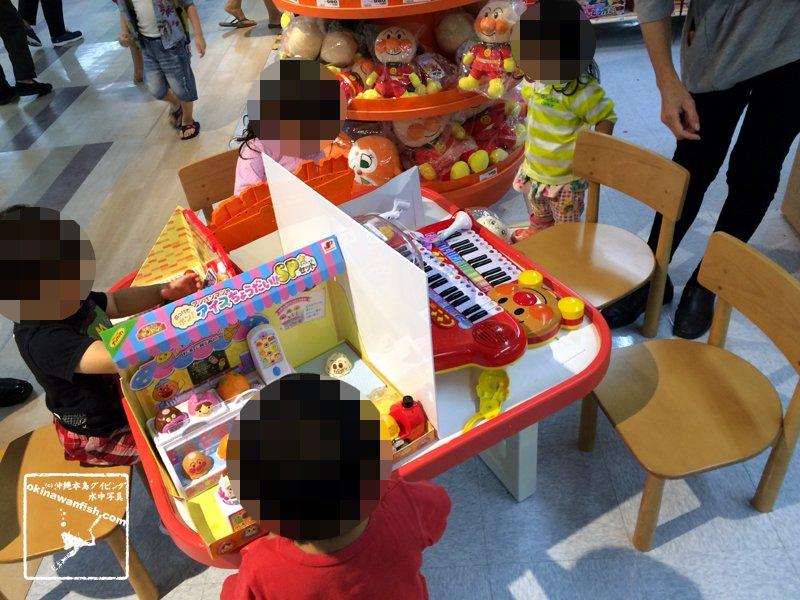 ショッピングモールのおもちゃ売り場