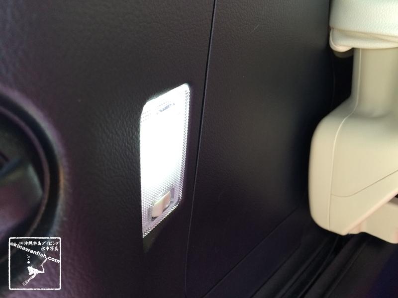 ラゲッジルームランプ 30系 アルファード ヴェルファイア ルームランプ LED 交換作業
