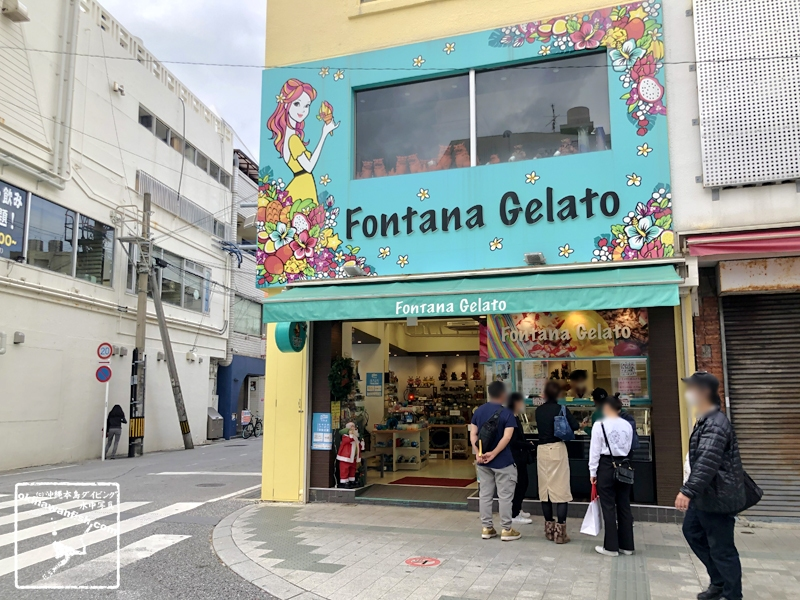 11月末でもアイスクリームは人気の沖縄県那覇市の国際通り 2020年11月29日撮影