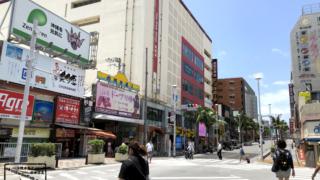 沖縄県那覇市 国際通りの様子