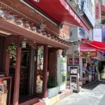 沖縄旅行で有名な観光地「国際通り」の沖縄土産屋さん